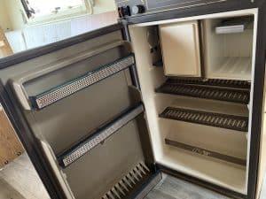 Kühlschrank im Wohnwagen